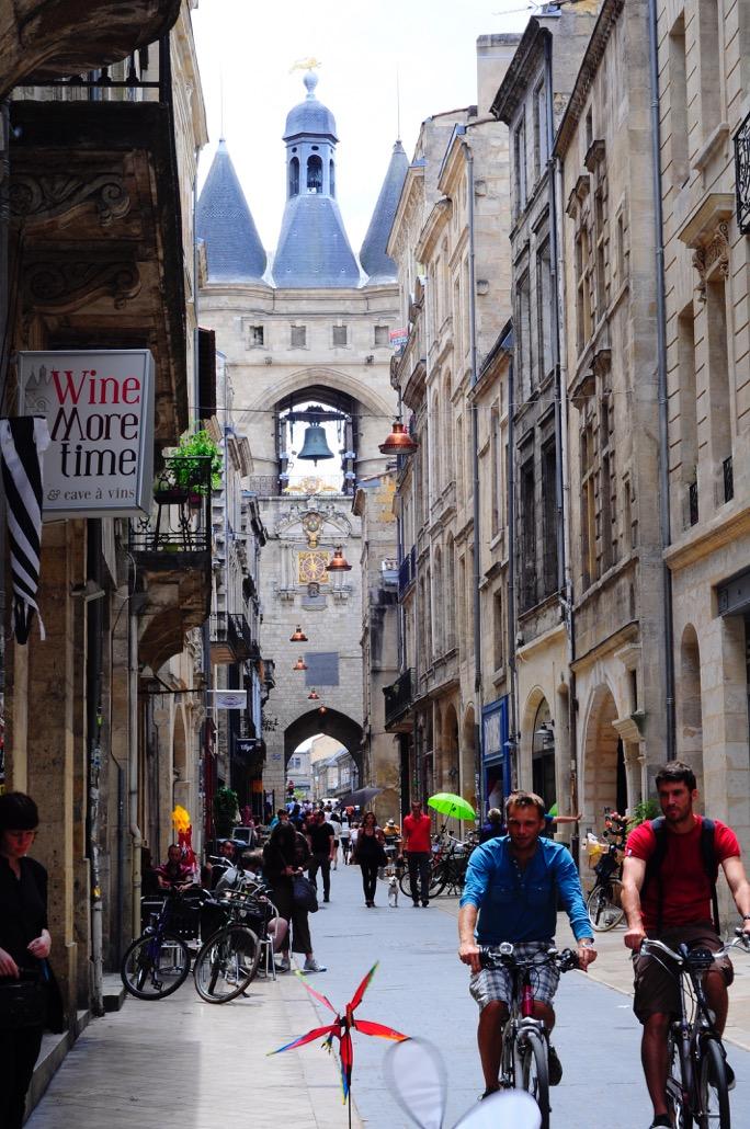 street avenue mérignac